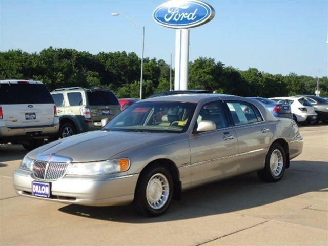 2001 lincoln town car executive for sale in crete. Black Bedroom Furniture Sets. Home Design Ideas