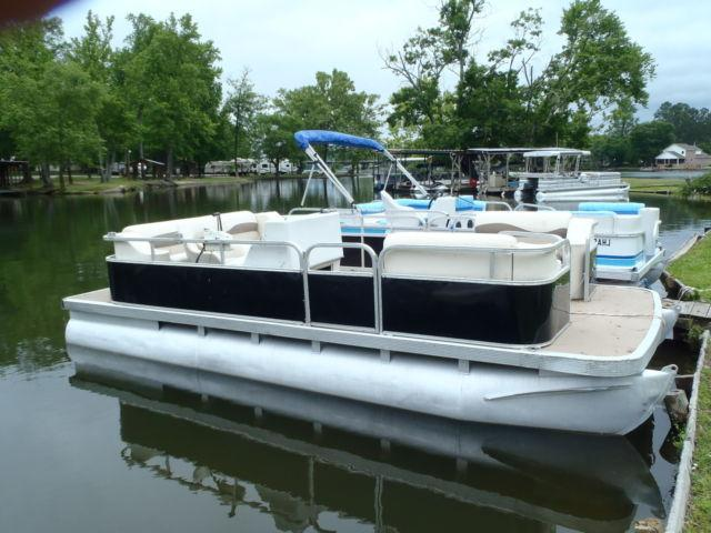 2002 Bennington Party Barge 18 Foot With 50 Hp Johnson For