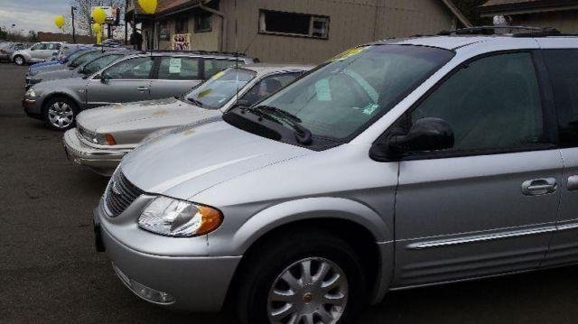 2002 chrysler town country lxi minivan all wheel drive wwarranty for sale in salem oregon. Black Bedroom Furniture Sets. Home Design Ideas