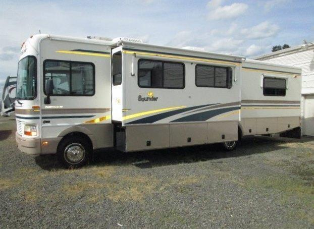 2002 Fleetwood Bounder 34D with superslide   Chevy Workhorse