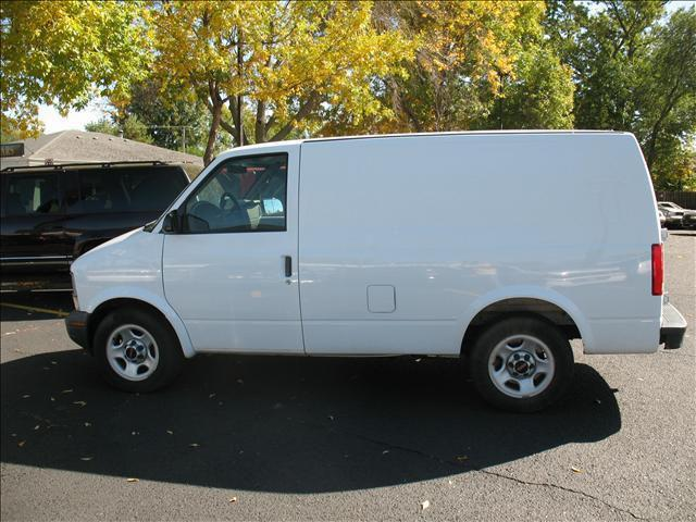 2002 gmc safari sl for sale in sioux falls south dakota. Black Bedroom Furniture Sets. Home Design Ideas