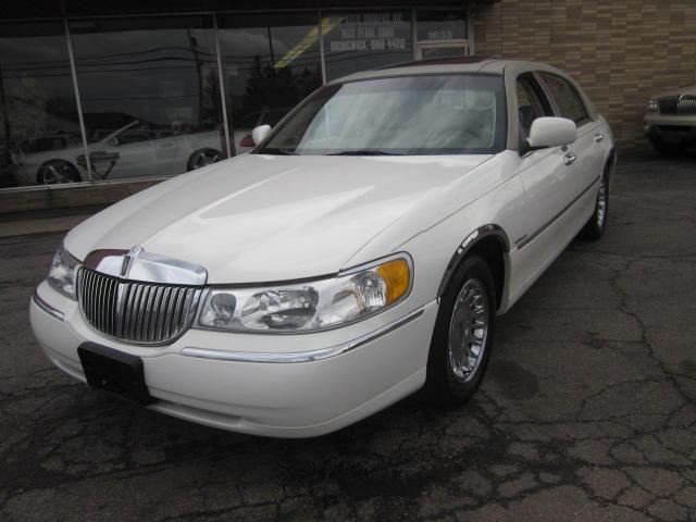 2002 Lincoln Town Car Cartier For Sale In Brunswick Ohio Classified