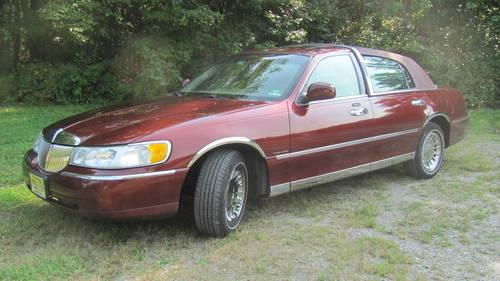 2002 Lincoln Town Car Cartier Trim Burgundy Loaded 42 000 For