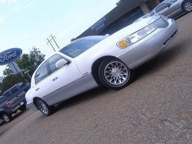 2002 Lincoln Town Car Signature For Sale In Natchez Mississippi