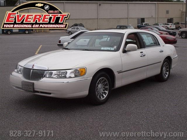 2002 lincoln town car signature for sale in hickory north carolina classified. Black Bedroom Furniture Sets. Home Design Ideas