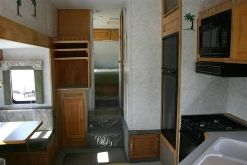 2002 Thor Wanderer 252RL Fifth Wheel we finance!!