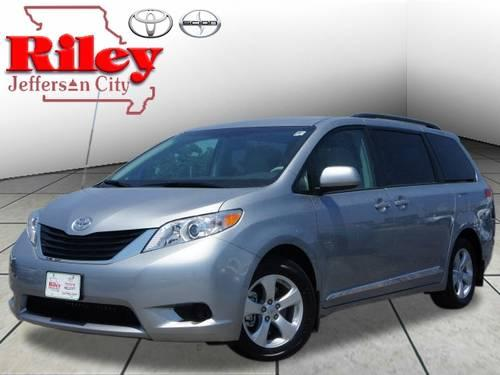 2002 toyota sienna xle for sale in east saint louis illinois classified. Black Bedroom Furniture Sets. Home Design Ideas