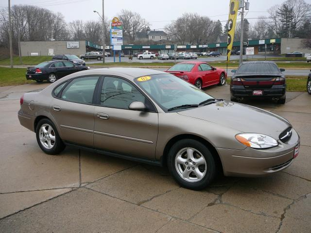 2002 ford taurus se for sale in marion iowa classified. Black Bedroom Furniture Sets. Home Design Ideas