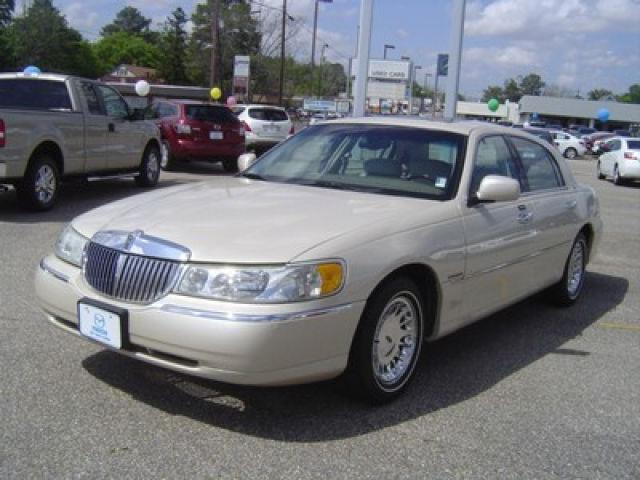 2002 lincoln town car cartier for sale in dothan alabama classified. Black Bedroom Furniture Sets. Home Design Ideas