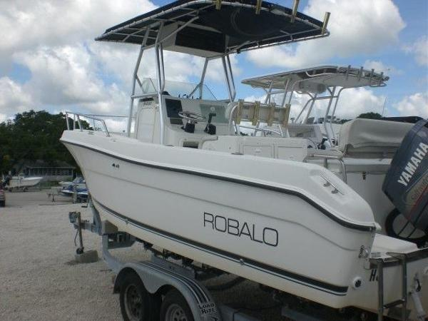 2002 Robalo 230 CC with Yamaha 225 Located at our Melbourne dealership, ...