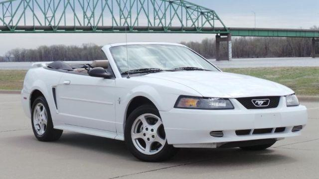 2003 ford mustang convertible premium for sale in muscatine iowa classified. Black Bedroom Furniture Sets. Home Design Ideas