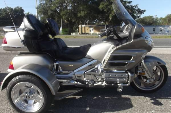 2003 HONDA GOLDWING TRIKE ONL;Y 17,000 MILES