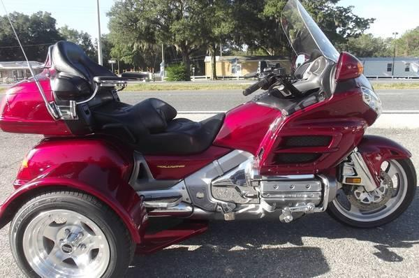 2003 HONDA GOLDWING TRIKE..ONLY 34,000 MILES ON IT