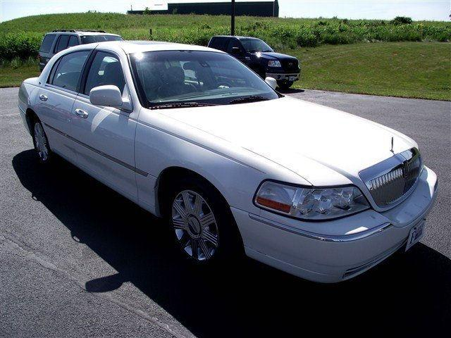 2003 lincoln town car cartier for sale in freeport illinois classified. Black Bedroom Furniture Sets. Home Design Ideas