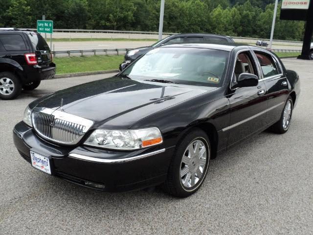 2003 lincoln town car cartier for sale in danville west virginia classified. Black Bedroom Furniture Sets. Home Design Ideas