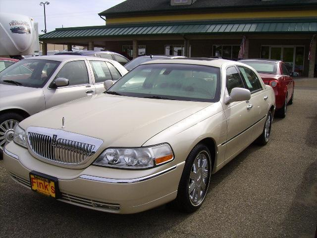 2003 lincoln town car cartier for sale in zanesville ohio classified. Black Bedroom Furniture Sets. Home Design Ideas