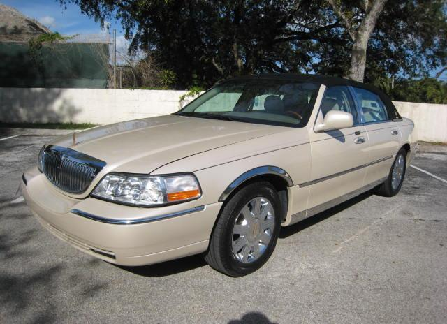 2003 LINCOLN TOWN CAR CARTIER WITH CARRIAGE ROOF ONE