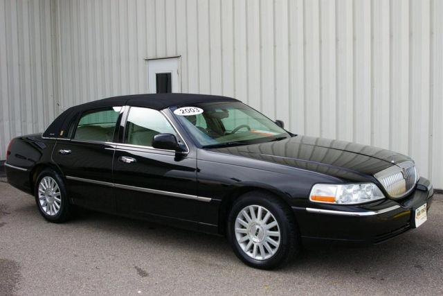 2003 lincoln town car executive for sale in grinnell iowa classified. Black Bedroom Furniture Sets. Home Design Ideas