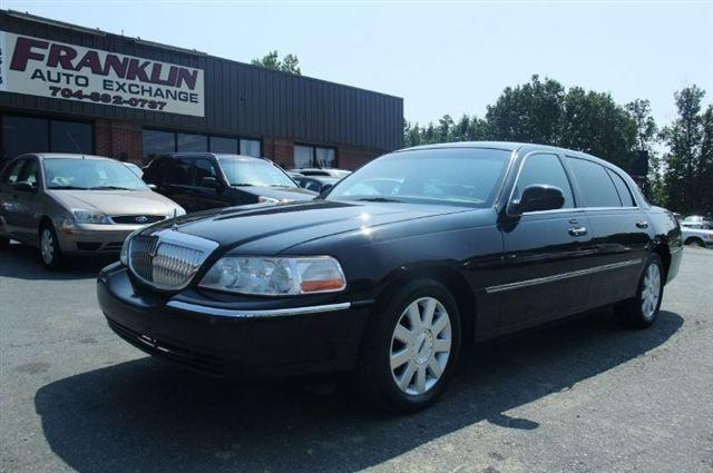 2003 lincoln town car executive l for sale in indian trail north carolina classified. Black Bedroom Furniture Sets. Home Design Ideas