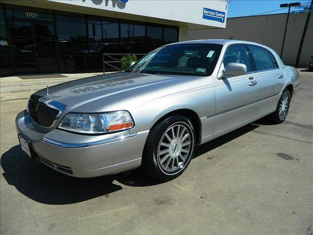 2003 lincoln town car signature for sale in gonzales. Black Bedroom Furniture Sets. Home Design Ideas