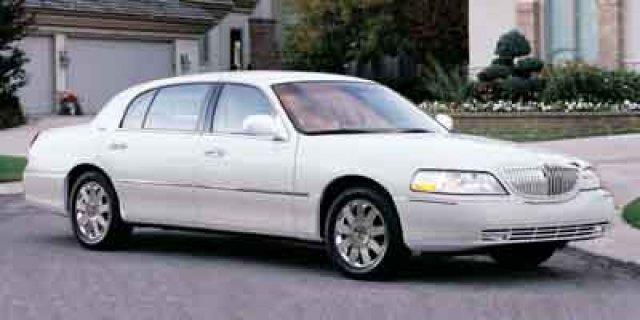 2003 Lincoln Town Car Signature Signature 4dr Sedan