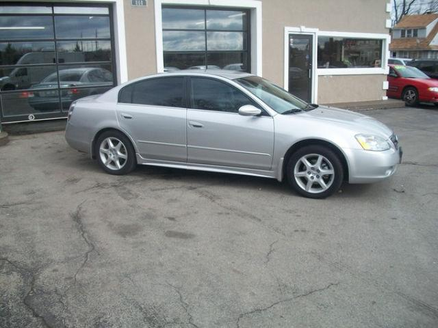2003 nissan altima 3 5 se for sale in rochester new york classified. Black Bedroom Furniture Sets. Home Design Ideas