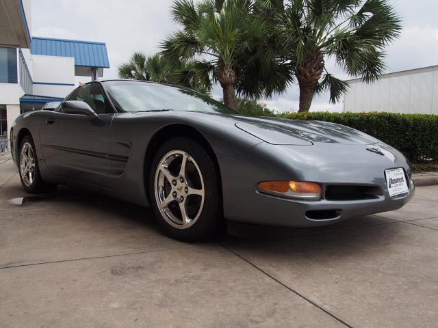 2004 CHEVROLET Corvette 2dr STD Coupe