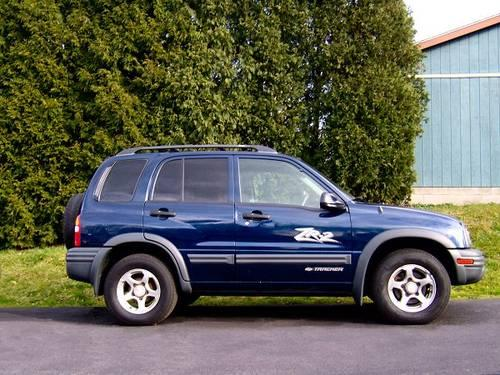 2004 chevrolet tracker zr2 blue suv for sale in brookfield ohio classified. Black Bedroom Furniture Sets. Home Design Ideas