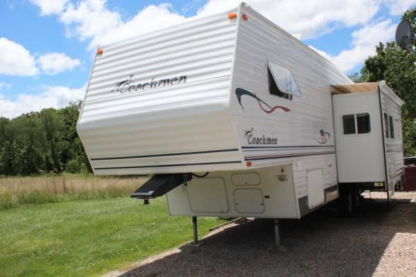 2004 coachmen 5th wheel camper reduced for sale in newark ohio classified. Black Bedroom Furniture Sets. Home Design Ideas