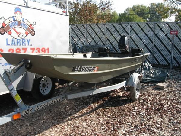 2004 Crestliner 12 foot flat bottom duck boat - for Sale in