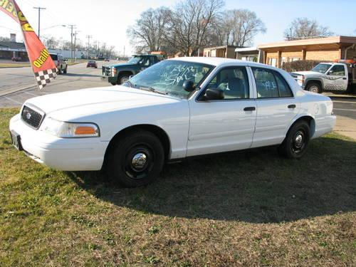 2004 ford crown victoria p71 police interceptor 4 door white for sale in milwaukee wisconsin. Black Bedroom Furniture Sets. Home Design Ideas