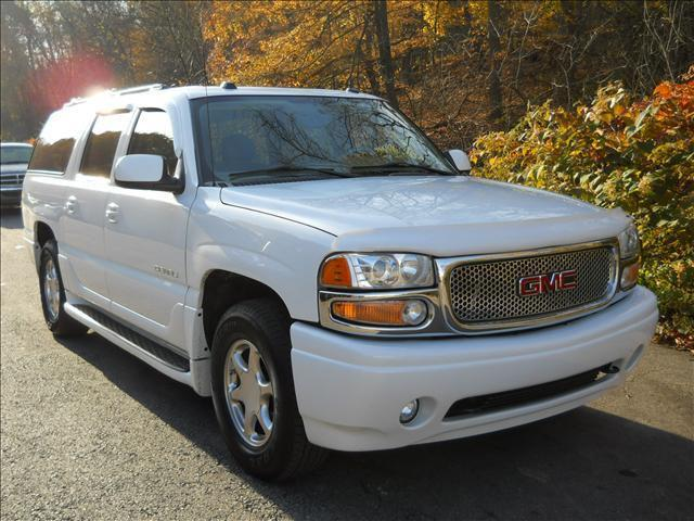 2004 gmc yukon denali detailed pricing and specifications. Black Bedroom Furniture Sets. Home Design Ideas