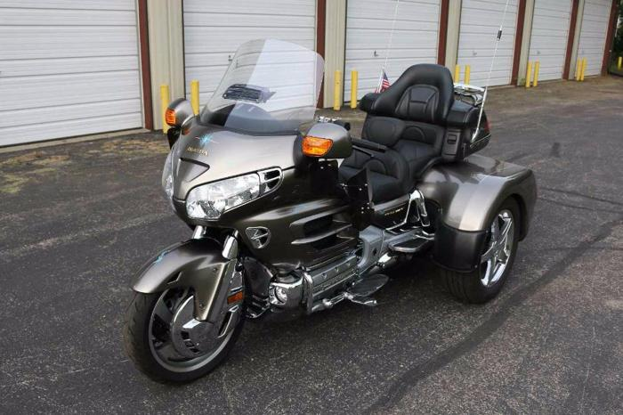 2004 goldwing 1800 trike for sale in chicago illinois. Black Bedroom Furniture Sets. Home Design Ideas