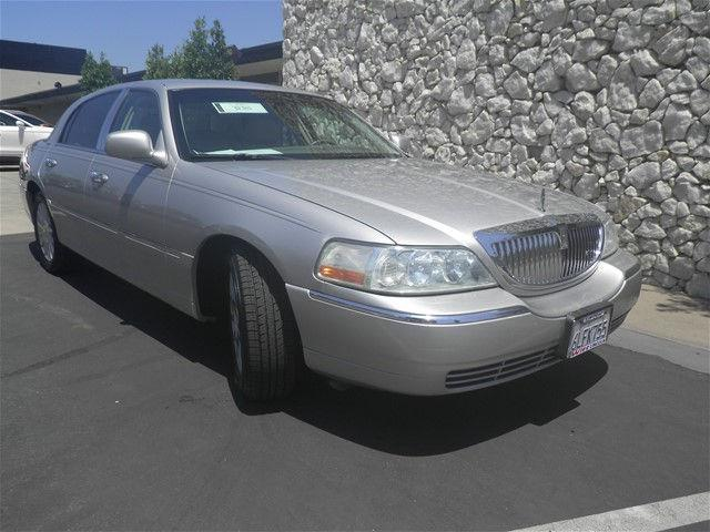 2004 Lincoln Town Car Executive Executive 4dr Sedan