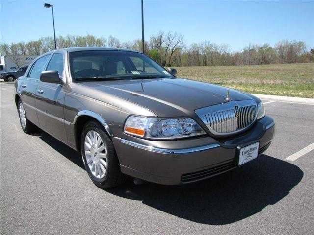 2004 lincoln town car signature for sale in prince george virginia classified. Black Bedroom Furniture Sets. Home Design Ideas