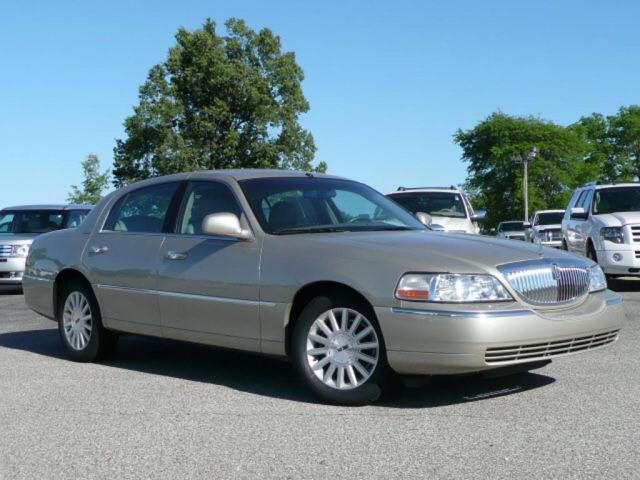 2004 lincoln town car signature for sale in union city tennessee classified. Black Bedroom Furniture Sets. Home Design Ideas