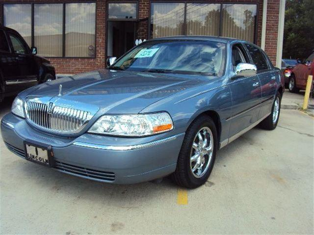 2004 lincoln town car signature for sale in moody alabama classified. Black Bedroom Furniture Sets. Home Design Ideas