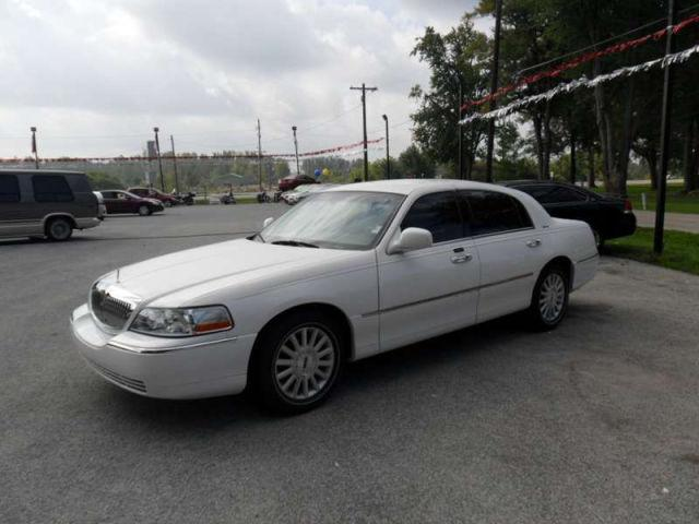 2004 lincoln town car signature for sale in roanoke indiana classified. Black Bedroom Furniture Sets. Home Design Ideas