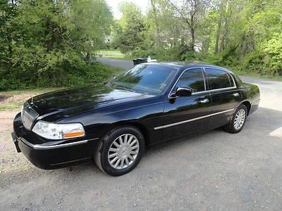 2004 Lincoln Town Car Signature Sedan 4 Door 4 6l Limo For Sale In