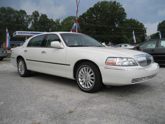 2004 lincoln town car signature for sale in greenwood south carolina classified. Black Bedroom Furniture Sets. Home Design Ideas