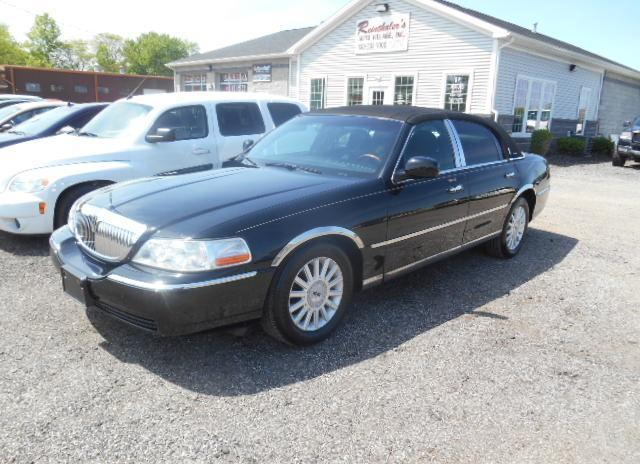 2004 lincoln town car ultimate for sale in canfield ohio classified. Black Bedroom Furniture Sets. Home Design Ideas