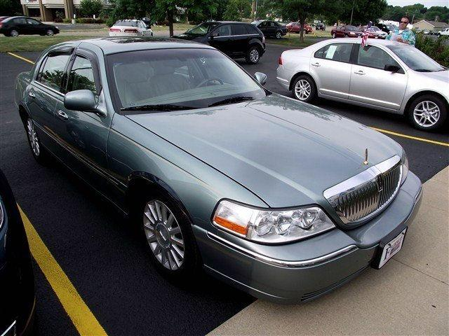 2004 lincoln town car ultimate for sale in freeport illinois classified. Black Bedroom Furniture Sets. Home Design Ideas