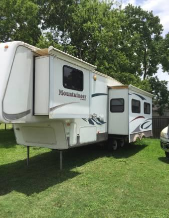 2004 montana 29ft fifth wheel with 2 slide outs