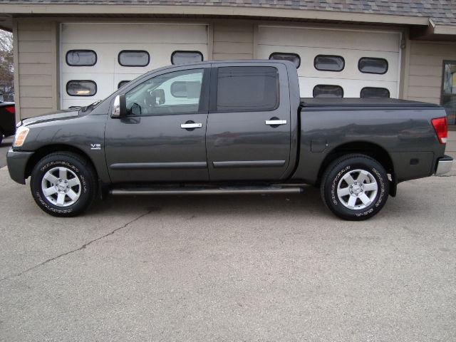 2004 nissan titan le crew cab for sale in sturgeon bay wisconsin classified. Black Bedroom Furniture Sets. Home Design Ideas