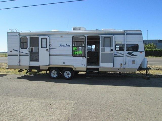 2004 Thor Komfort travel trailer...large front kitchen ...