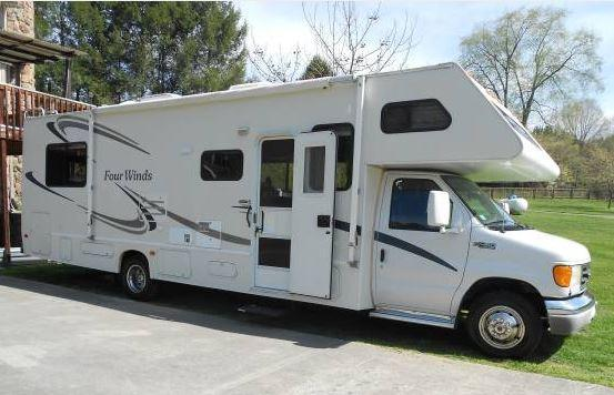 2004 Thor Motor Coach Four Winds in Kingsport, TN