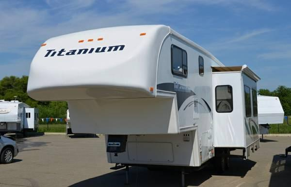 2004 Titanium 26e31ds By Glendale 5th Wheel 2 Slide Outs