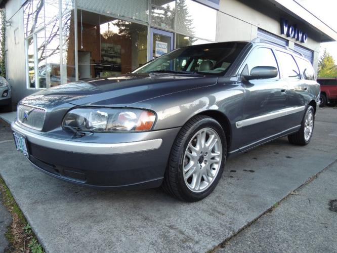 2004 Volvo V70 2 5t Titanium Edition With Taupe Heated Leather Moonroof For Sale In Portland