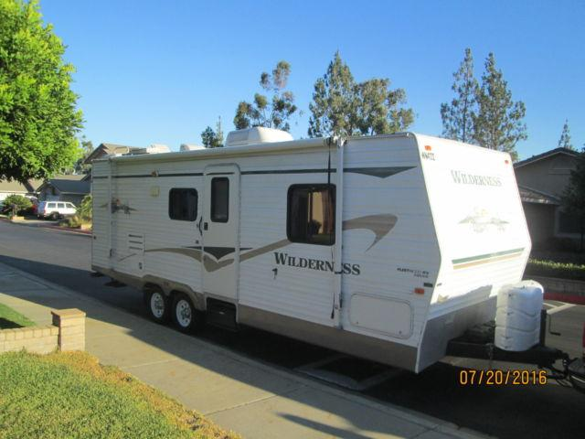 2004 WILDERNESS TRAVEL TRAILER 270FQ BY FLEETWOOD