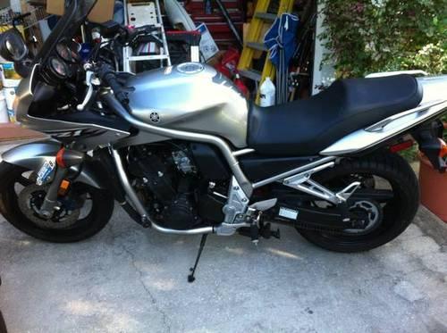 2004 Yamaha FZ1 1000cc Sport/Touring Motorcycle
